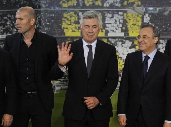 Carlo Ancelotti gongola tra Zidane e Florentino Perez