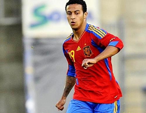 Thiago Alcantara in azione con la maglia delle Furie Rosse
