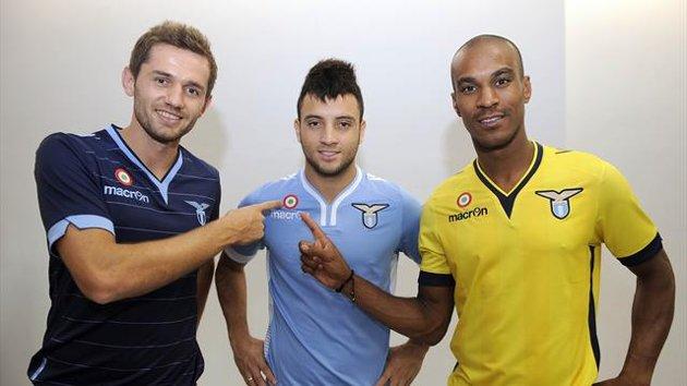 Lulic, Felipe Anderson e Konko con le nuove maglie per la stagione 2013/2014