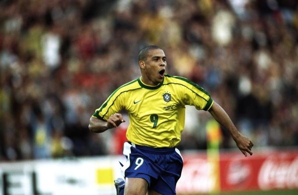 Ronaldo esulta dopo il primo gol segnato in un mondiale, il gol dell'1-0 (3-0) contro il Marocco a Francia '98