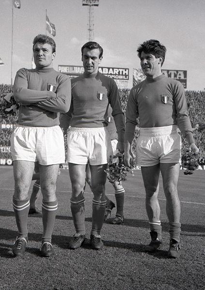 424px-Nazionale_di_calcio_dell'Italia_-_Altafini+Angelillo+Sívori