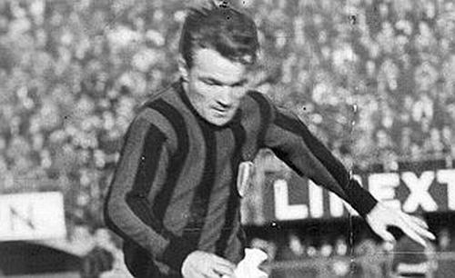 Un'immagine d'epoca di Altafini al Milan, 1958