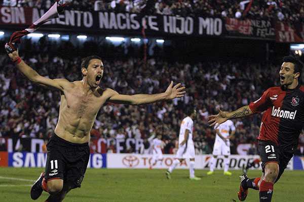 Maxi Rodriguez esulta dopo aver firmato il gol dell'1-0