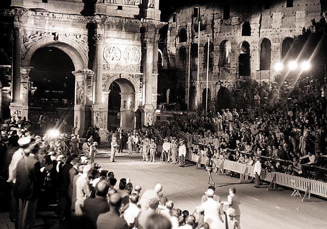 L'arrivo di Bikila sotto l'Arco di Costantino