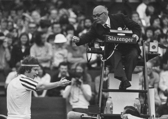 Mc Enroe urla contro l'arbitro