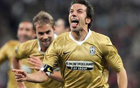 Alessandro Del Piero esulta per il secondo gol con la sua celebre linguaccia