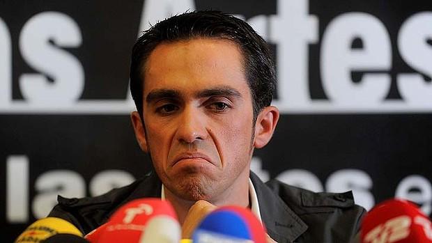 Alberto Contador durante la conferenza stampa dopo l'accusa di doping