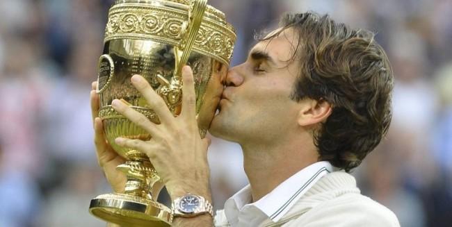 Federer dopo la vittoria a Wimbledon nel 2012