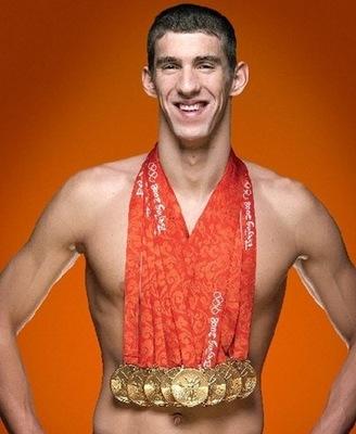 Michael Phelps con le sue 8 medaglie olimpiche di Pechino 2008