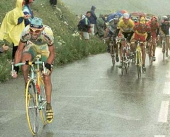 Pantani stacca tutti sull'Alpe D'Huez