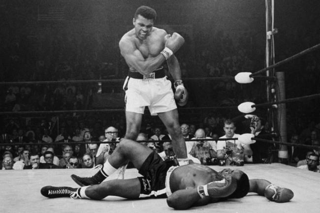 Muhammad Ali urla a Sonny Liston di rialzarsi
